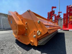 slagleklipper med justerbar sideforskydning til middels store traktorer mod tigre 160