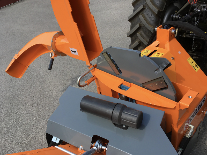 professionel-hydraulisk-disk-opererende-flishugger-til-traktor-mod-dk-1800