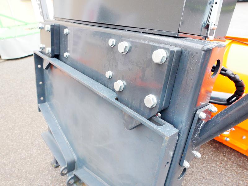 tungt-sneblad-til-traktor-med-universel-plade-ssh-04-3-0-a