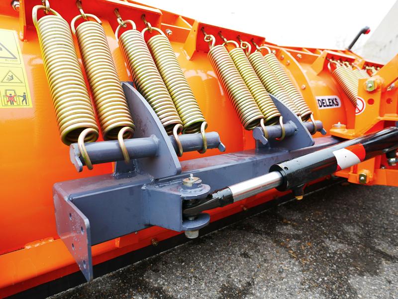 frontal-sne-blad-med-universel-plade-til-traktor-ln-250-a